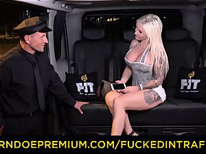 pounded IN TRAFFIC - passionate blondes car triangle boning