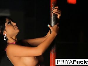 unclothe club spectacle by Indian bombshell Priya Rai