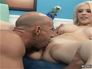 Smoking hot blonde with hefty bumpers gets humped rigid