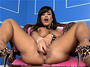gorgeous Lisa Ann plunges her fake penis deep in her moist pussy