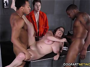 buxom Maggie Green Has bi-racial three-way In prison