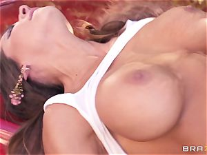 Luxury superstar Madison Ivy gets rock-hard poked by Keiran Lee outdoor