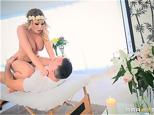 Pretty Britney Amber cooter filled on the massage table and facial