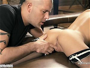 young Russian pornographic star Katia Ivanova (Foxy Di) wants hook-up with an adult male