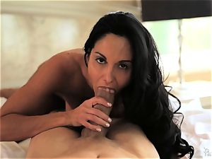 mummy Ava Addams knows exactly how she loves it