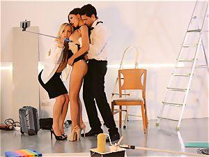 LOS CONSOLADORES - fantastic Sasha Rose in super-fucking-hot 3some