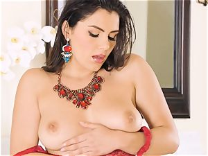 Valentina Nappi making her furry puss jizz