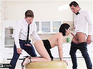 lady Dee boinks the room service waiter and boyfriend