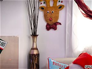 Spizoo - observe Jessica Jaymes romping Santa Claus