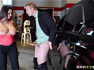 super hot cop Ava Addams takes advantage of a opportunity grip